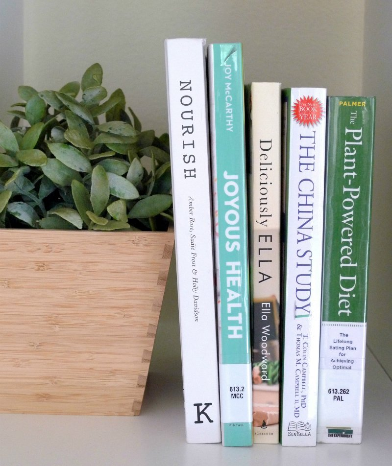 Looking for some inspiration to start being healthier? These 5 health books make healthy living SO easy (even if you're a super busy person)! You'll find yummy recipes, easy to digest information about nutrition and health, PLUS exercise tips and plans for people who totally hate working out.