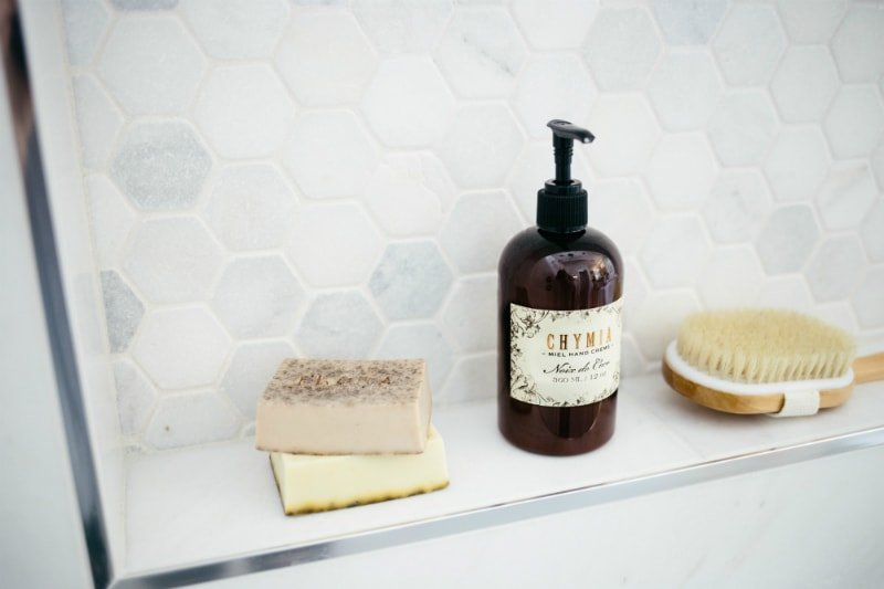 Interested in starting your own natural skincare routine? Here are some great natural products to try out!