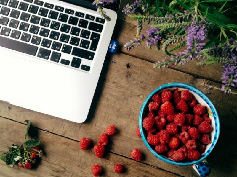 Healthy Snacks for Work - Keep them at your desk or in your bag!